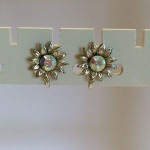 Vintage flower crystal earrings